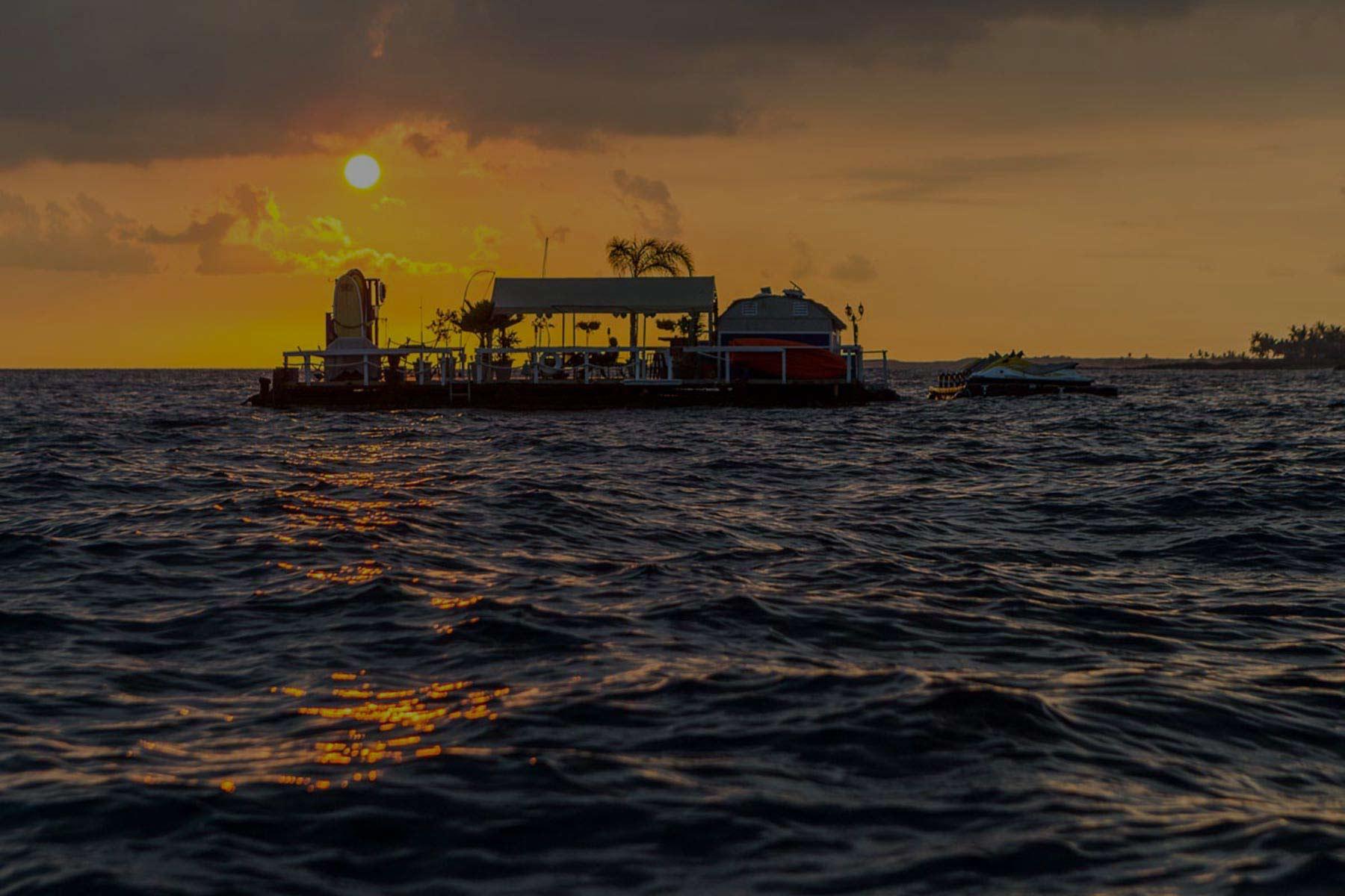 Big Island Divers biw background
