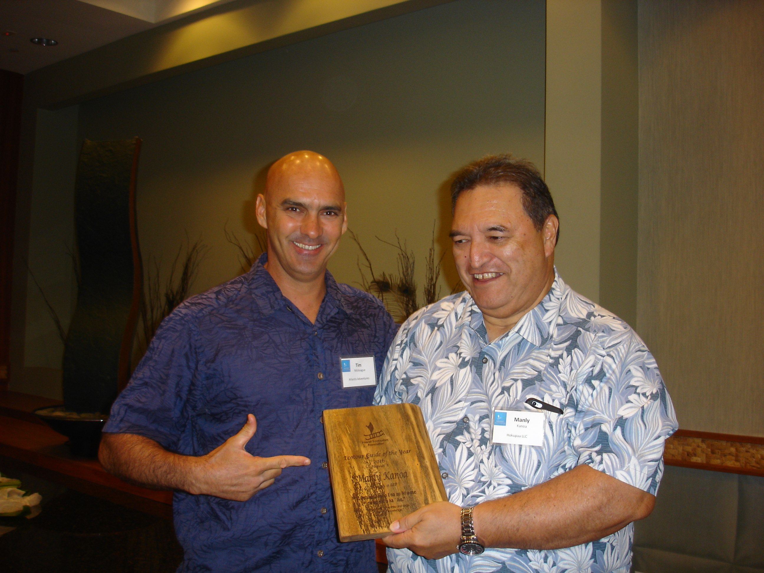 tim-with-tour-guide-winner-manly-kanoa-hokupaa