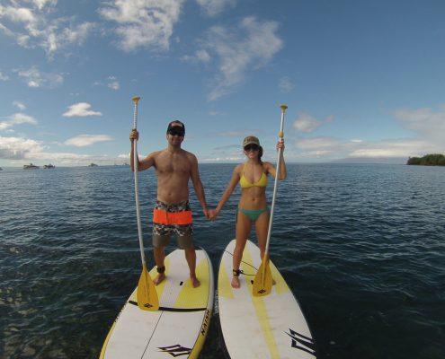 maui stand up paddle MakenaSUPCoupleHoldingHads